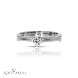 Classic Soliatire Diamond Engagement Ring 4 prongs
