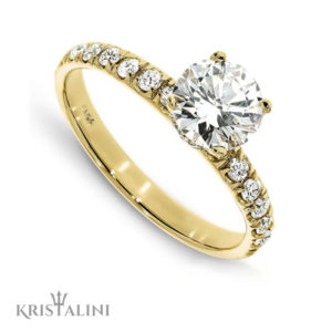 Classic Engagement Solitaire Diamond Ring 4 prongs set with Diamonds on each side