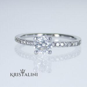 טבעת משובצת ב 11 יהלומים למשקל כולל של 0.65 קרט
